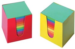 Gekleurde blaadjes memokubus in karton.
