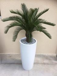 Kunstpalm hoog met plantenbak rond 70cm